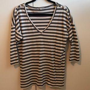 Gap striped v neck shirt size M